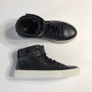 🆕Leather SKETCHER Street Hightop Sneakers, Size 6